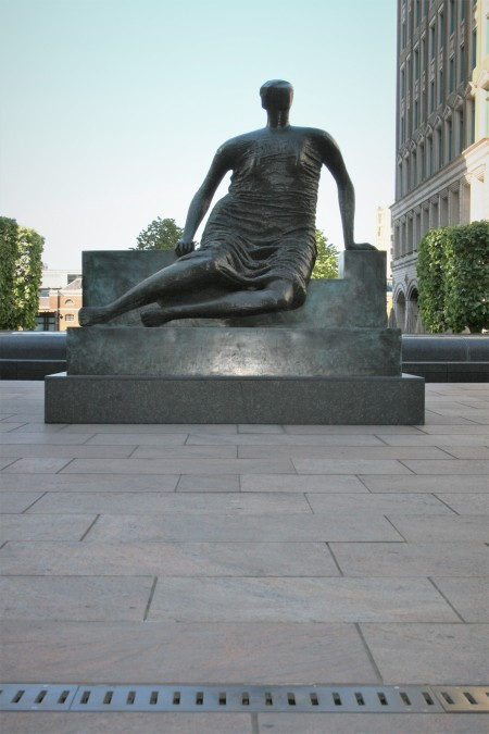 'Draped Seated Woman' (1957-1958 - Bronze) by Henry Moore